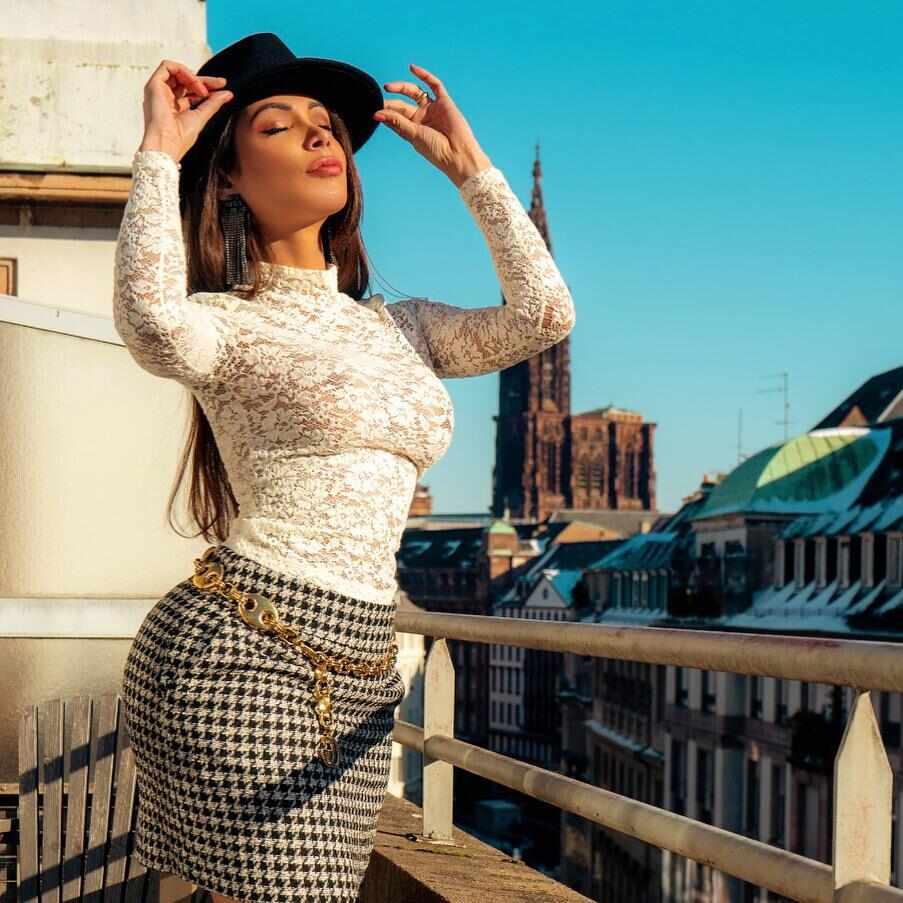 Patricia Nikita surge glamourosa